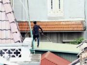 An ninh Xã hội - Thanh niên nghi ngáo đá, liên tục nhảy từ nóc nhà này sang nhà khác
