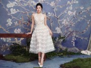 """Thời trang - """"Bạn gái Noo Phước Thịnh"""" diện váy mỏng tang đẹp như nàng thơ"""
