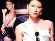 Thời trang - Trang Trần mang quần siêu ngắn lên sàn diễn