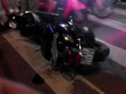 """Tin tức trong ngày - TP.HCM:Ô tô """"điên"""" lao lên vỉa hè, cán nát vụn 2 xe máy"""