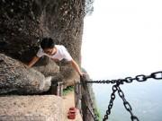 Bạn trẻ - Cuộc sống - Nghị lực chàng trai không chân leo núi