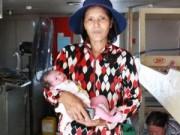 Tin tức trong ngày - Bộ đội đỡ đẻ cho sản phụ sinh con trên tàu cao tốc