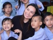 Ngôi sao điện ảnh - Phi Nhung hạnh phúc bên mái ấm 18 người con