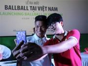 """Bóng đá - Các cầu thủ U19 """"đốt nóng"""" lễ ra mắt BallBall ở VN"""