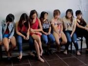 """An ninh Xã hội - Bắt quả tang 2 nam, 9 nữ quan hệ """"bầy đàn"""""""