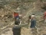 """Video An ninh - Sập mỏ vàng """"chui"""" ở Indonesia, 18 người chết"""