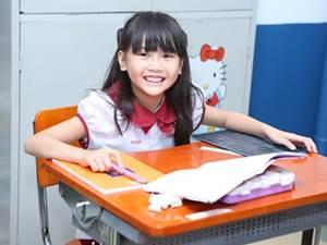 Một ngày ở trường của cô bé 8 tuổi đạt kỷ lục Youtube