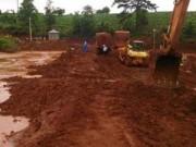 Tin tức trong ngày - Lâm Đồng: Nước bùn đỏ tràn ra khỏi hồ không độc hại