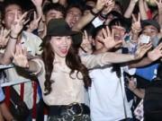 Ca nhạc - MTV - Hà Hồ khéo léo khiến hàng trăm fan phấn khích