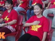 Bóng đá - Fan nữ 10 tuổi hò hét lạc giọng cổ vũ U19 Việt Nam
