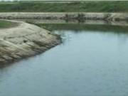 Video An ninh - Ngã xuống kênh 1 trẻ chết đuối, 1 trẻ nguy kịch