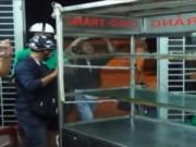 Video An ninh - Đâm chém kinh hoàng từ nhà đến bệnh viện