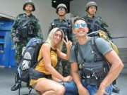 """Tin tức trong ngày - Thái Lan: Thiết quân luật thành """"đặc sản"""" du lịch"""
