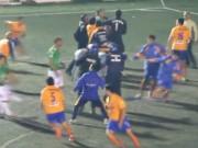Bóng đá - Loạn đả trên sân, 12 cầu thủ bị đuổi