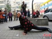 Phi thường - kỳ quặc - Cụ ông 96 tuổi có khả năng uốn dẻo phi thường