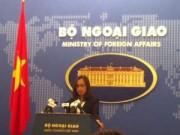 Tin tức trong ngày - Phản đối Trung Quốc xây sân bay trên Đá Chữ Thập