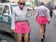 Thời trang - TQ: Cụ ông mặc váy ngắn, đi giày cao gót xuống phố