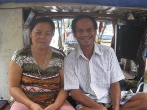 Cặp vợ chồng vớt hơn 300 xác chết trên sông Sài Gòn