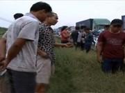 Video An ninh - Cố tình vượt đường ray, người phụ nữ bị tàu cán tử vong