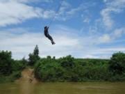 Tin tức trong ngày - Đu dây qua sông, một người dân bị rơi và tử vong
