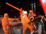 Tin tức trong ngày - Cứu sống 6 ngư dân đang hoảng loạn trên biển