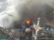Bản tin 113 - HN: Cận cảnh đám cháy bùng phát dữ dội tại xưởng gỗ