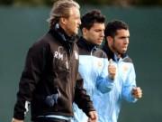 """Bóng đá - Aguero tiết lộ hậu trường: Mancini """"phát điên"""" vì Tevez (Kỳ 3)"""