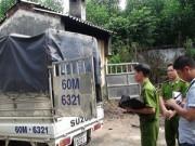An ninh Xã hội - Phát hiện người chết trong tư thế thắt cổ trên xe tải