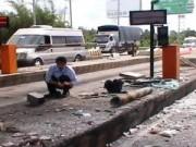 Tin tức Việt Nam - Ô tô đâm sập cabin thu phí, NV thu phí nhập viện