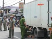 Video An ninh - Lùi xe không nhìn, tài xế xe tải cán chết một phụ nữ