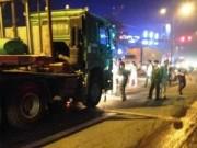 Tin tức trong ngày - Chờ đèn đỏ, hai thanh niên bị container đâm tử vong