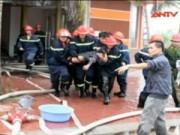 Video An ninh - Cháy quán karaoke, 4 người trong một gia đình hôn mê sâu