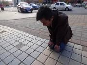 Cuộc sống - Chàng trai quỳ gối xin bạn gái tha thứ suốt 1 tháng