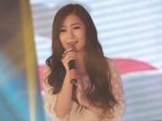 """Ca nhạc - MTV - Hương Tràm mặc kín đáo sau """"sự cố"""" trang phục"""
