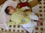 Tin tức trong ngày - Bé trai 2 tháng tuổi bị bỏ rơi trước trường mầm non
