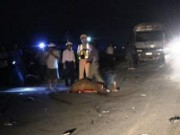 Tin tức trong ngày - Kẹp 3 đâm vào đuôi xe tải, 2 người chết tại chỗ