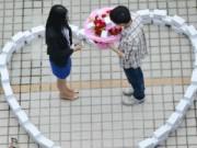 Phi thường - kỳ quặc - Mua 99 chiếc Iphone 6 để cầu hôn bạn gái