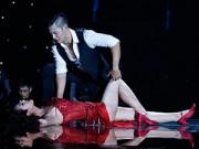 Ca nhạc - MTV - Jennifer Phạm bị đánh ngã trên sân khấu