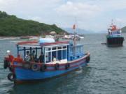 Tin tức trong ngày - Va chạm tàu hàng: Người thân ra khơi tìm thuyền viên