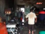 Video An ninh - Đang ăn cơm cả gia đình tháo chạy vì cháy nhà