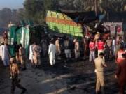 Pakistan: Xe buýt đâm xe tải, 56 người thiệt mạng