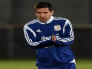 """Bóng đá - Trở lại đội tuyển, Tevez lên tiếng """"nịnh"""" Messi"""