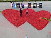 Phi thường - kỳ quặc - Những kiểu cầu hôn cực sốc tại Trung Quốc
