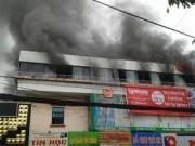 Video An ninh - Cháy nhà hàng liền kề trường học, hàng trăm học sinh sơ tán