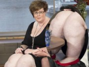 """Phi thường - kỳ quặc - Người phụ nữ có đôi """"chân voi"""" nặng 64kg"""