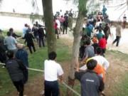 Tin tức Việt Nam - Chìm tàu, hàng trăm người dân đến kéo tàu vào bờ