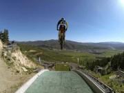 Thể thao - Kỷ lục khó tin của SAO moto ở đường trượt tuyết