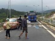 Tin tức trong ngày - Dân chắn đường cao tốc Nội Bài – Lào Cai gây ách tắc