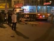 Video An ninh - Va chạm với container 2 người đi xe máy tử vong tại chỗ