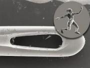 Phi thường - kỳ quặc - Sửng sốt trước tượng điêu khắc nhỏ hơn lỗ kim